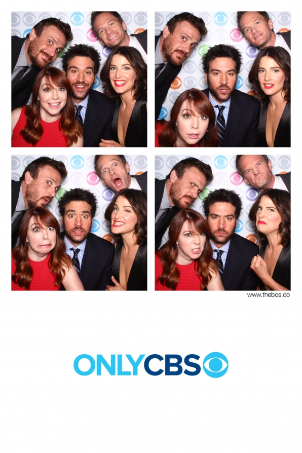 """""""How I Met Your Mother"""" Takes to the Photo Booth"""