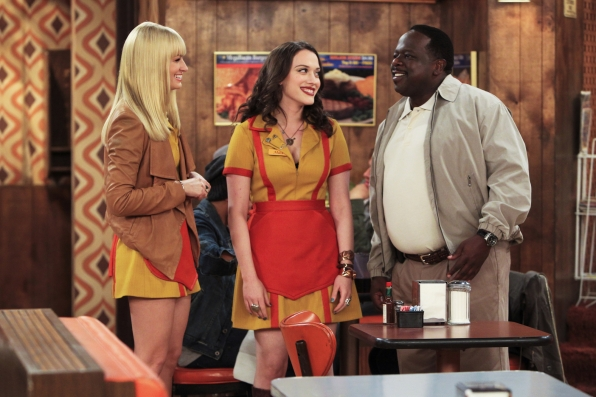 Caroline and Max are excited to finally meet Darius, Earl's son, who is in town to audition for the Comedy Club (CBS)