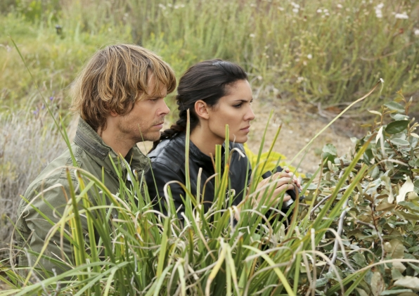"""Behind the Bush in """"Descent"""" Episode 24 of Season 4"""