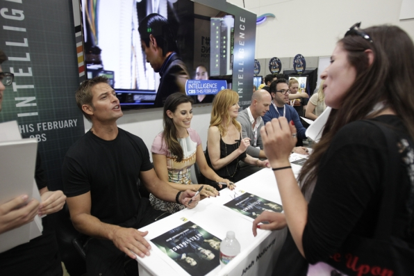 Josh Holloway Chats With His Fans