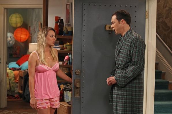 """Penny's pretty in pink in """"The Hofstadter Insufficiency"""" Episode 1 of Season 7"""