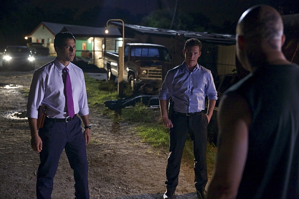 "Adam Rodriguez as Preston Cruz, Shawn Hatosy as Terry McCandless in ""Blind Sides"" S1 E4"