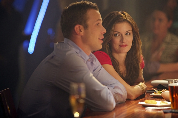 """Cam Gigandet as Roy Rayder and Anna Wood as Jamie Sawyer in """"Blind Sides"""" S1 E4"""