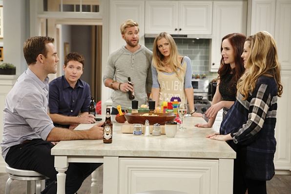 """Kitchen meeting in """"Game Sext Match"""" S1 E3"""