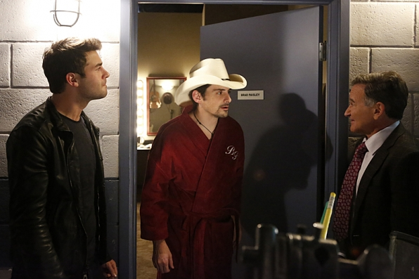 "Dressing room visit in ""Danny Chase Hates Brad Paisley"" S1 E19"