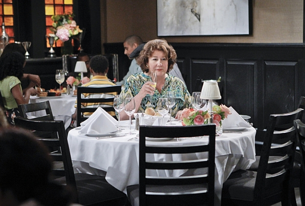 """Mother's Day dining in """"Mother's Day"""" S1 E23"""