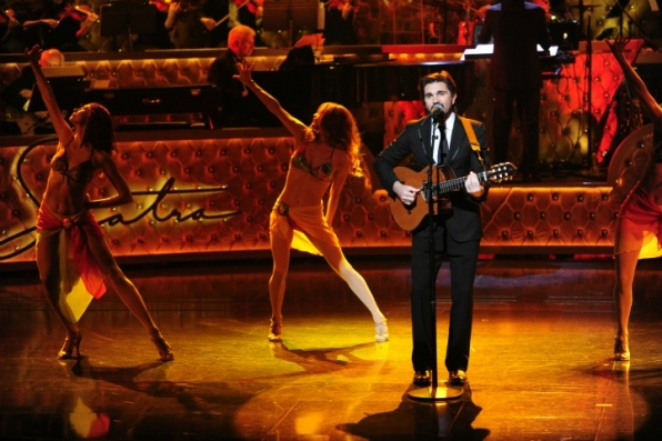 12. Latin superstar Juanes adds a bit of flair to the evening.