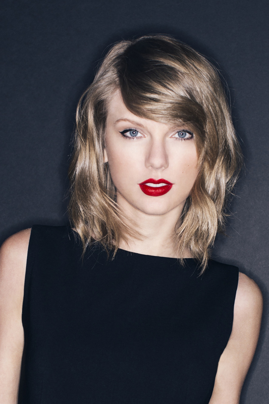 <b>Taylor Swift – Youngest ACM Entertainer of the Year</b>