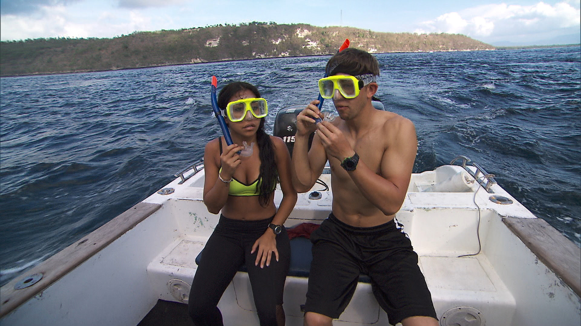 Dana and Matt strap into their snorkeling gear before searching for the next clue.