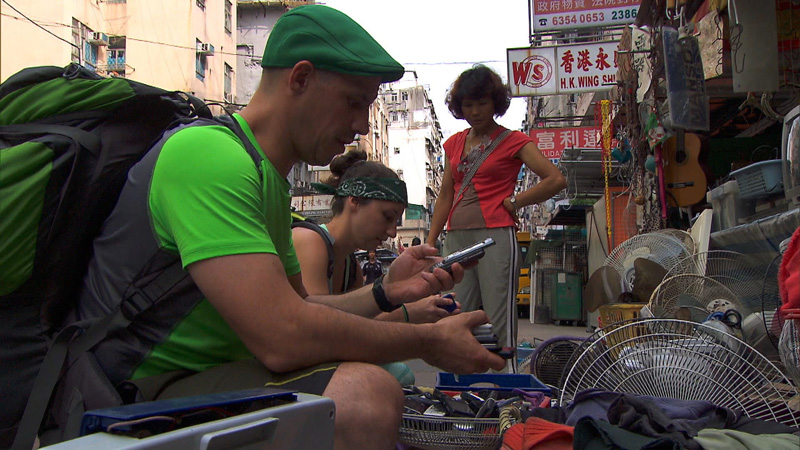 In Detour B, #TheGreenTeam must dig through a bin to find a working cell phone at the Apliu Street