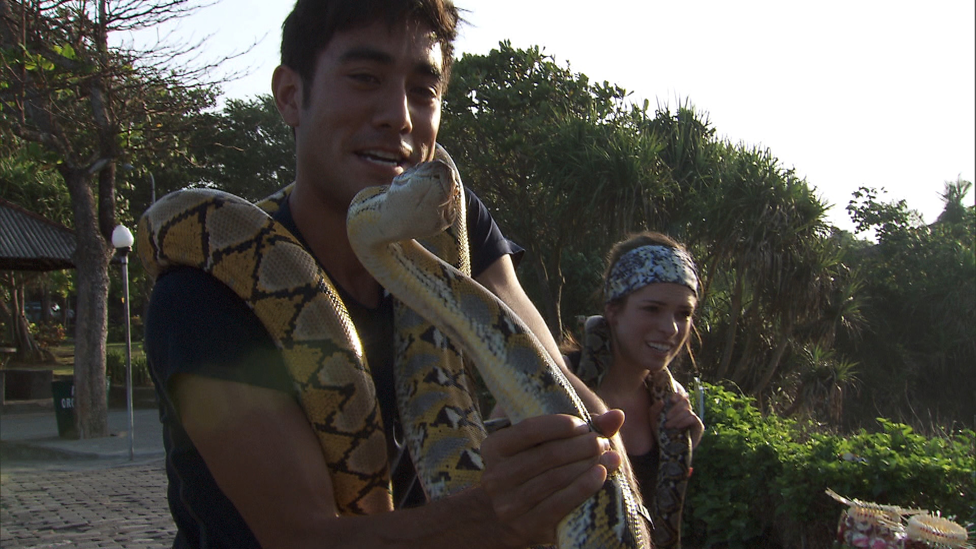 Zach and Rachel must conquer a mutual fear of snakes before getting the next clue.