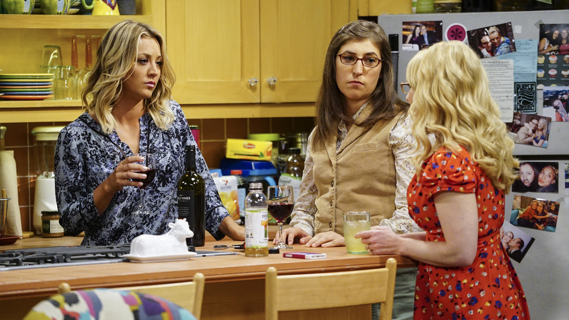 Bernadette discusses her work woes with Penny and Amy.