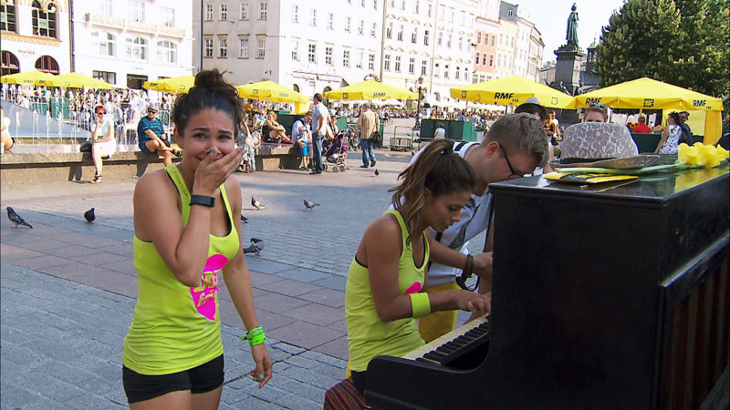 In Detour B, Krista and Tiffany (#TheCheerleaders) perform on a piano in Krakow's Old Town Square
