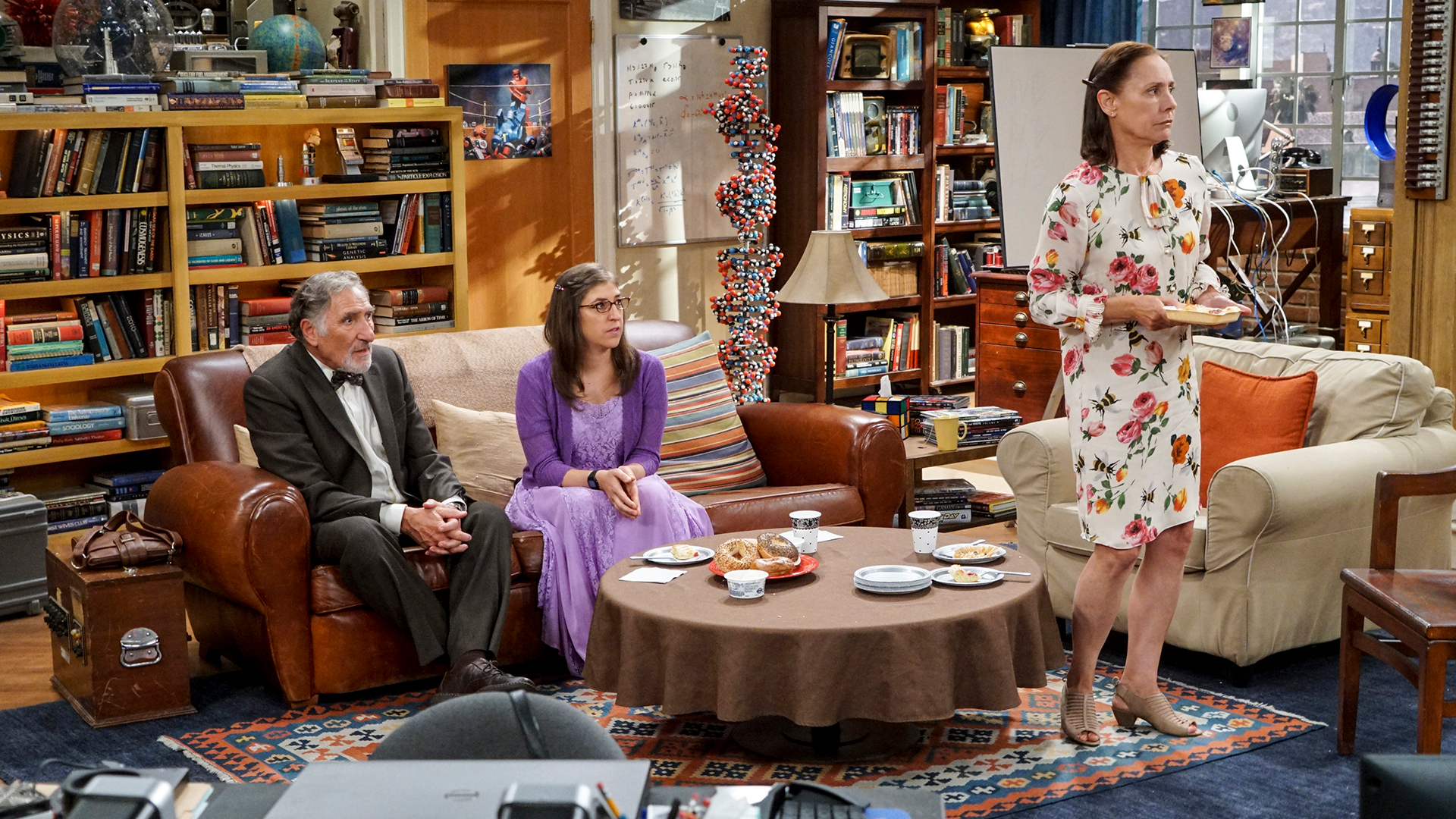 Sheldon's mom, Mary, has something to say to Amy and Alfred, Leonard's dad.