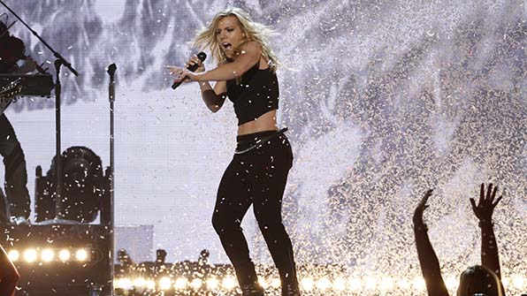 When The Band Perry showered the audience in confetti.