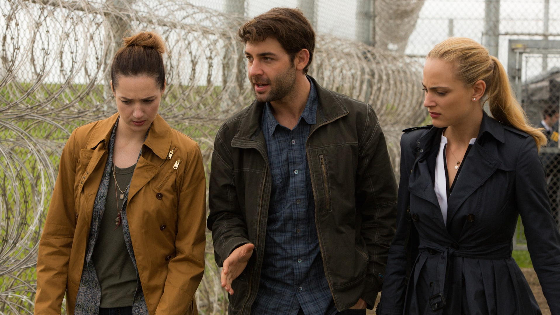 Kristen Connolly as Jamie Campbell, James Wolk as Jackson Oz, and Nora Arnezeder as Chloe Tousignant.