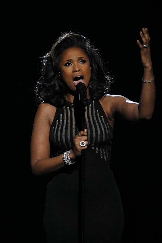 Jennifer Hudson made us tear up with her touching tribute to Whitney Houston.