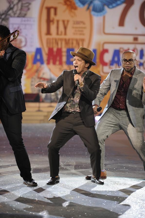 Bruno Mars - 2012 Musical Performance