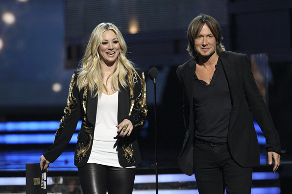 Kaley Cuoco-Sweeting and Keith Urban