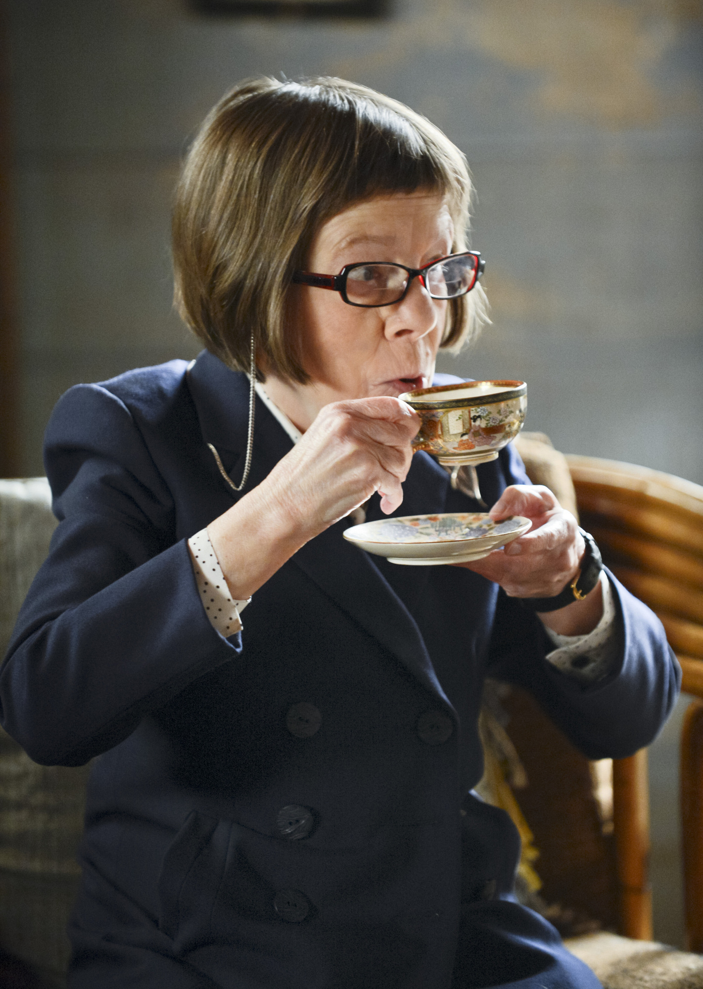 """Tea Time in """"Raven & The Swans"""" Episode 22 of Season 4"""