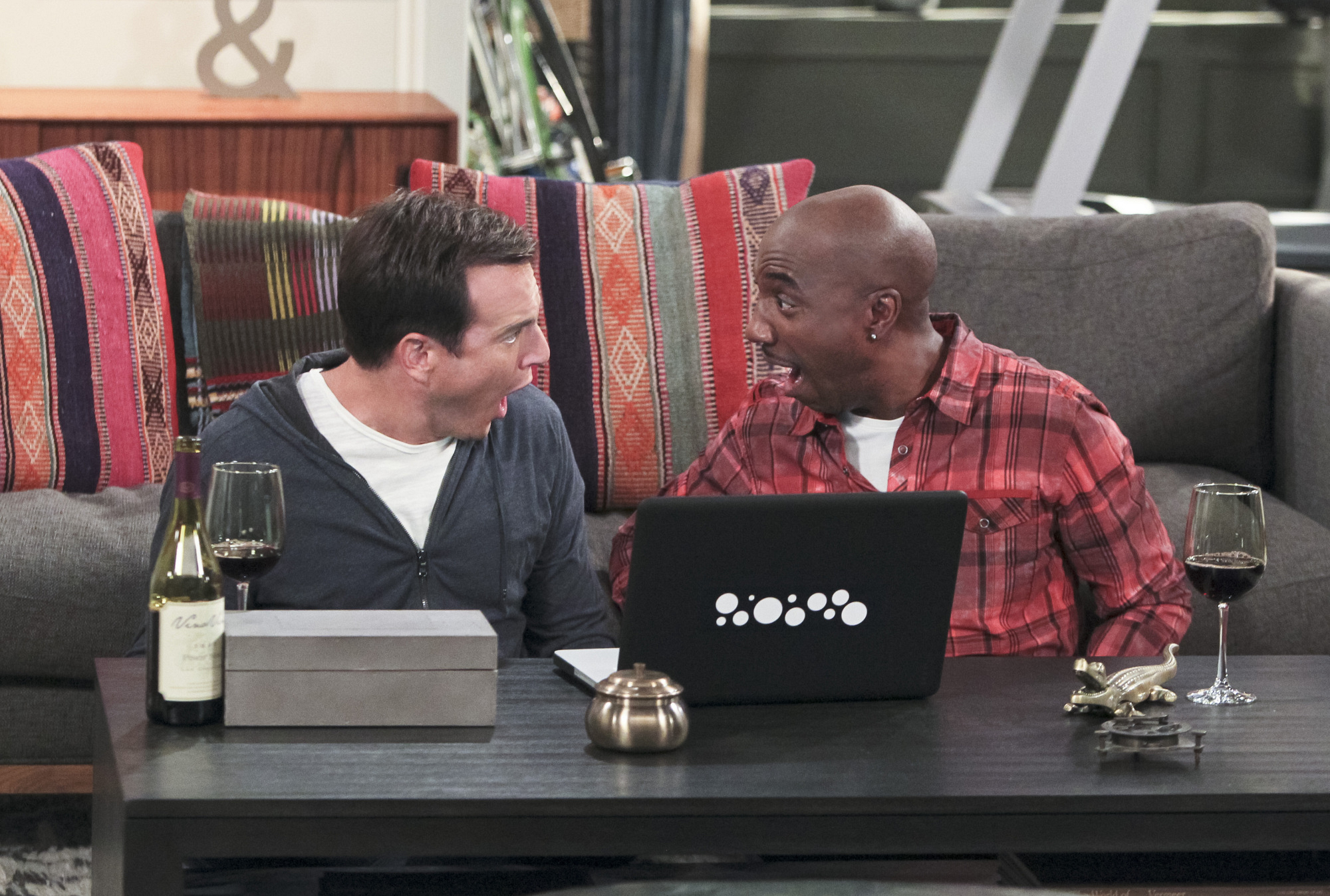 """Dating experts in """"Internet Dating"""" Episode 8 of Season 1"""