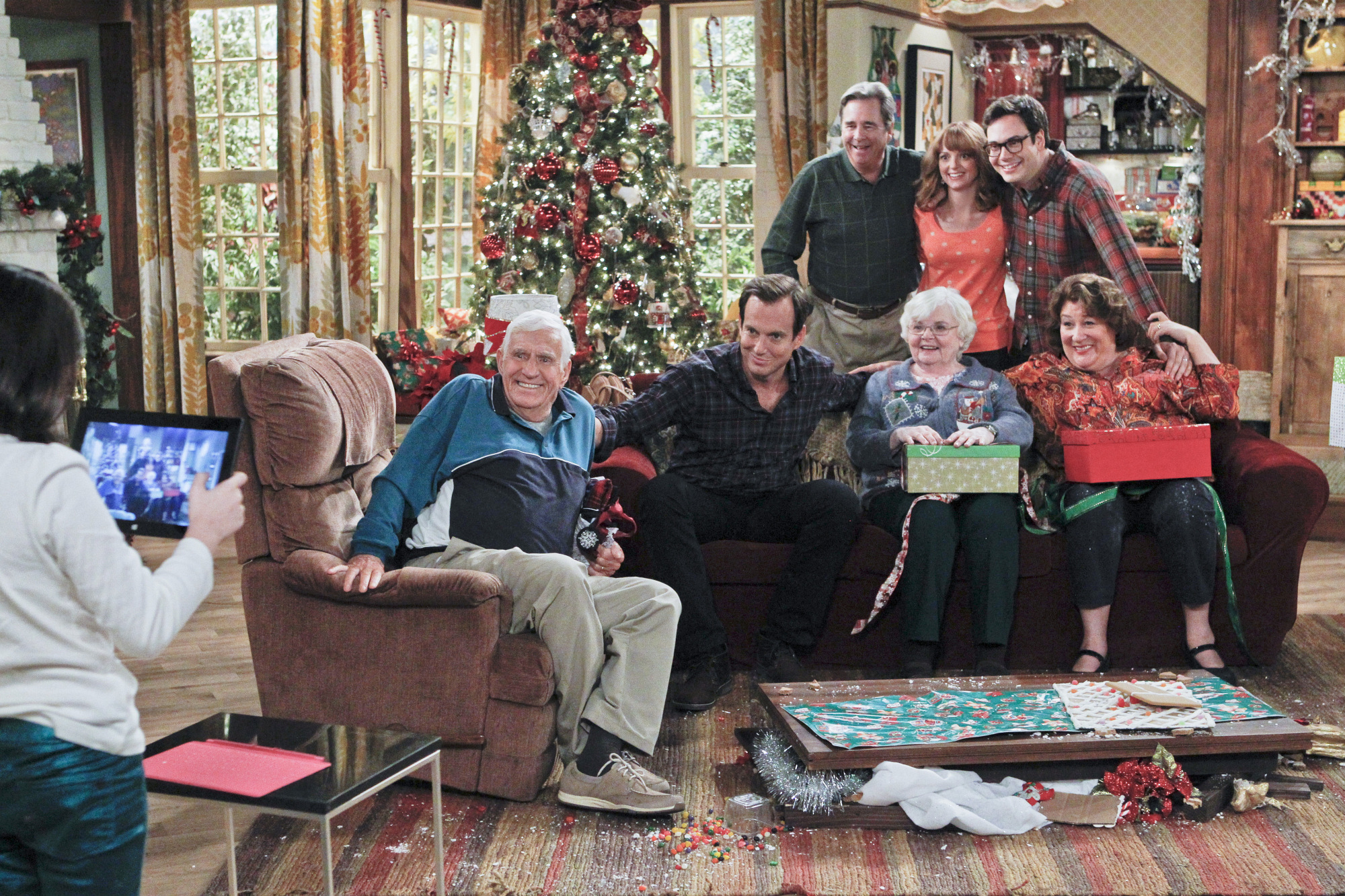 """Family photo in """"Carol's Parents Are Coming to Town"""" Epsiode 10 of Season 1"""