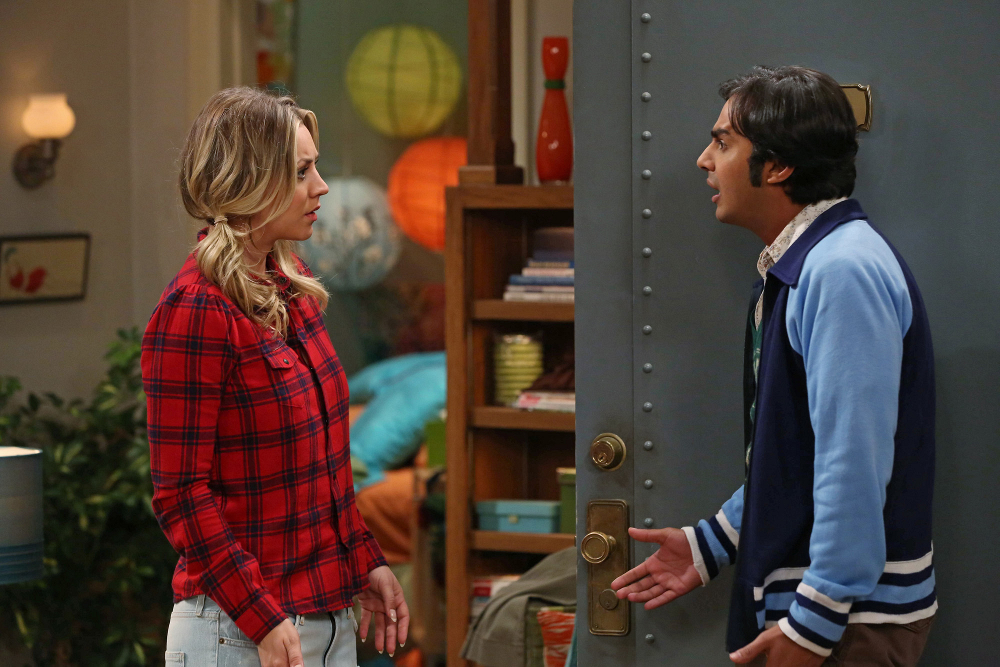 """Penny & Raj in """"The Itchy Brain Simulation"""" Episode 8 of Season 7"""