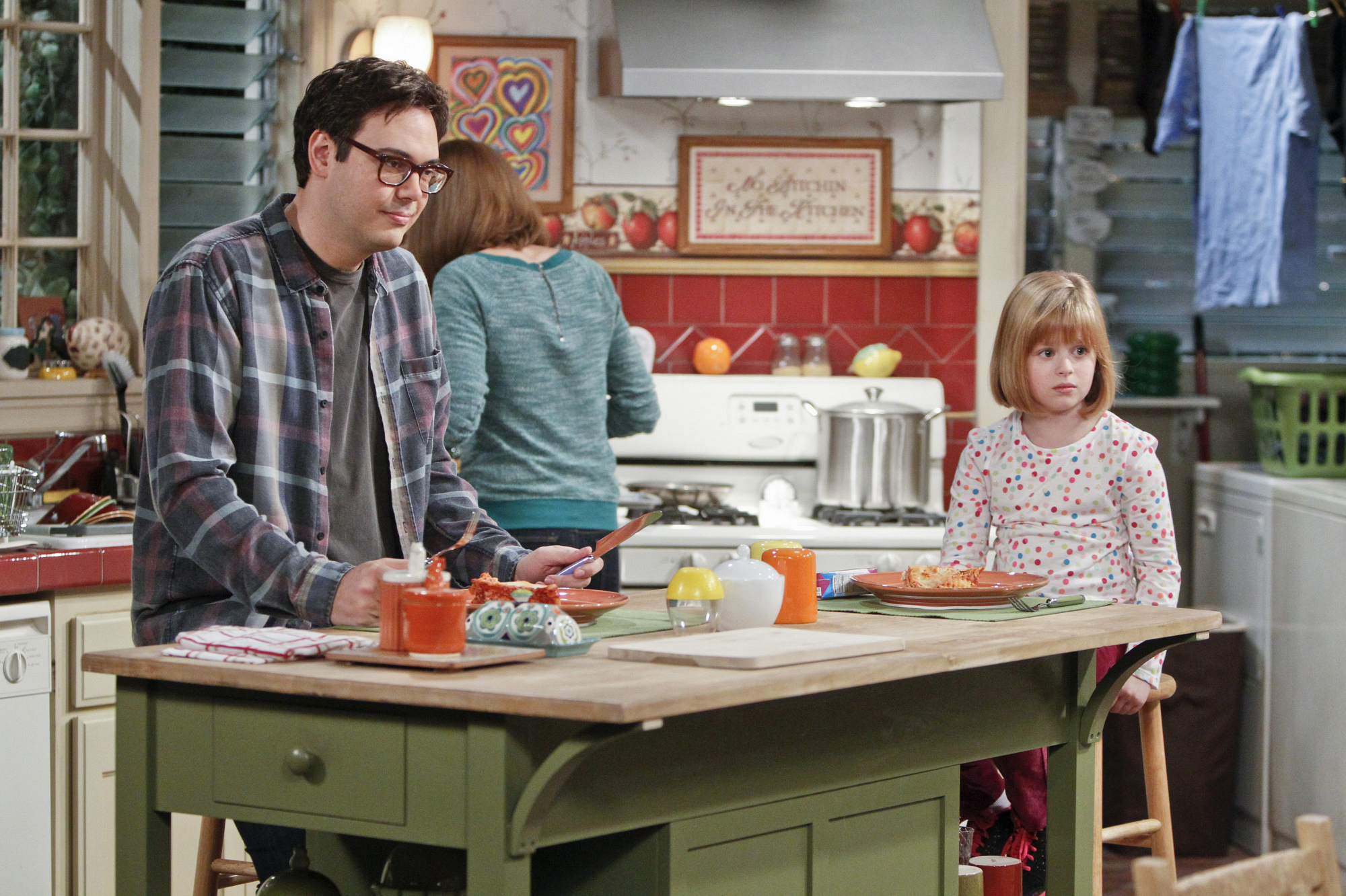 """Family cooking in """"Driving Miss Crazy"""" Episode 13 of Season 1"""