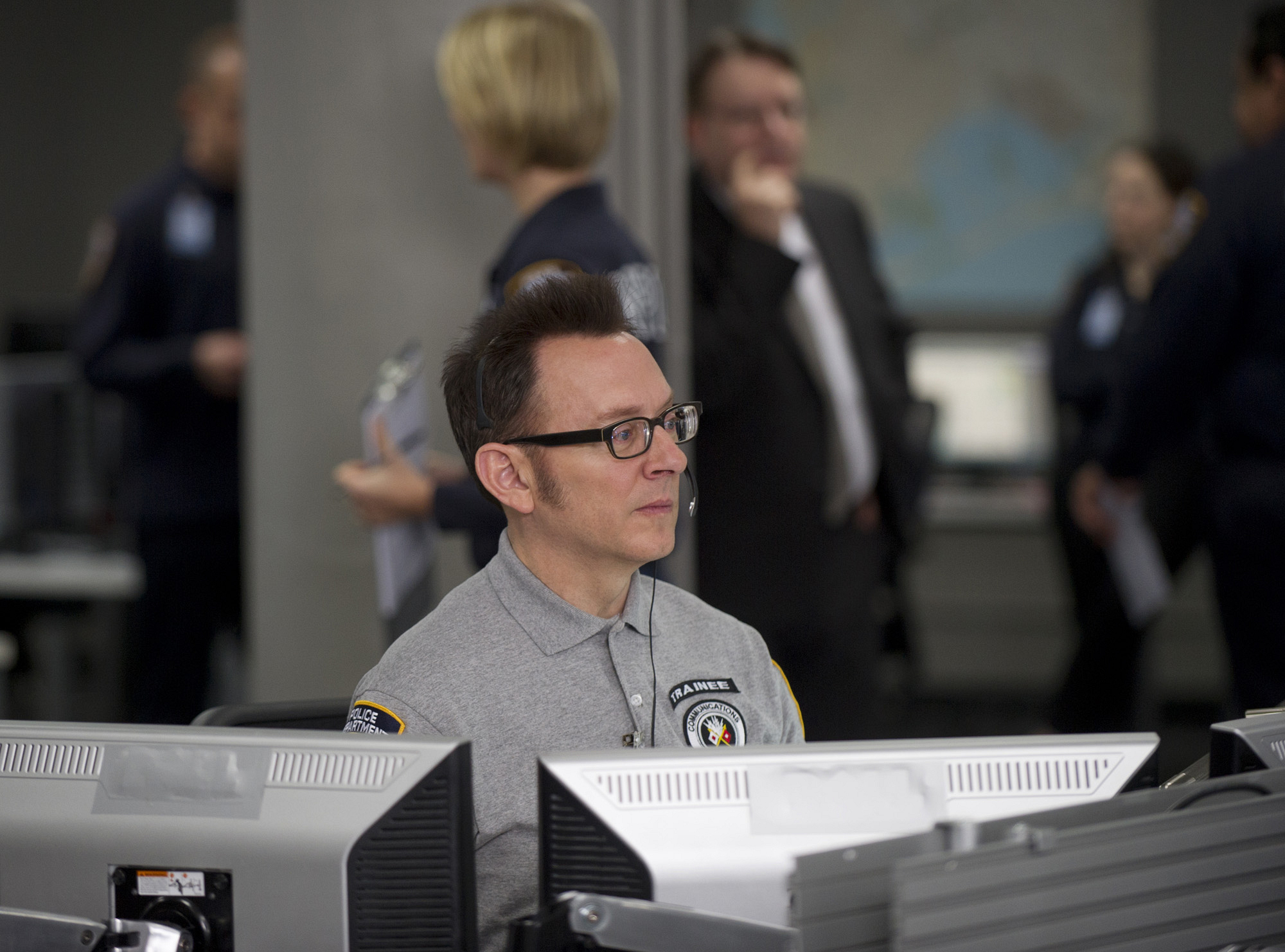 Finch goes undercover in an emergency call center.