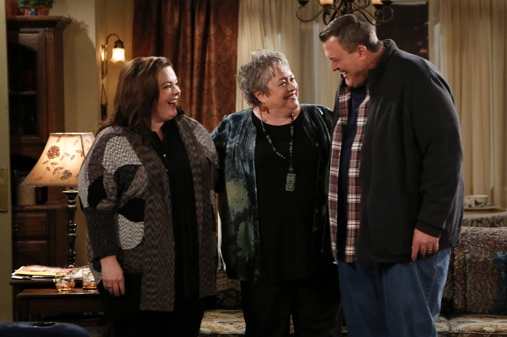 """Meeting Molly in """"Three Girls And an Urn"""" S4 E16"""