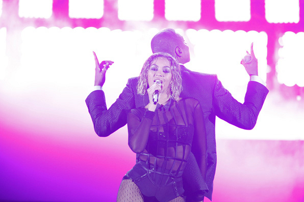 The Carters Light the Stage