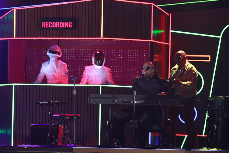 Stevie Wonder joined Daft Punk, Nile Rogers and Pharrell Williams for an unforgettable performance.