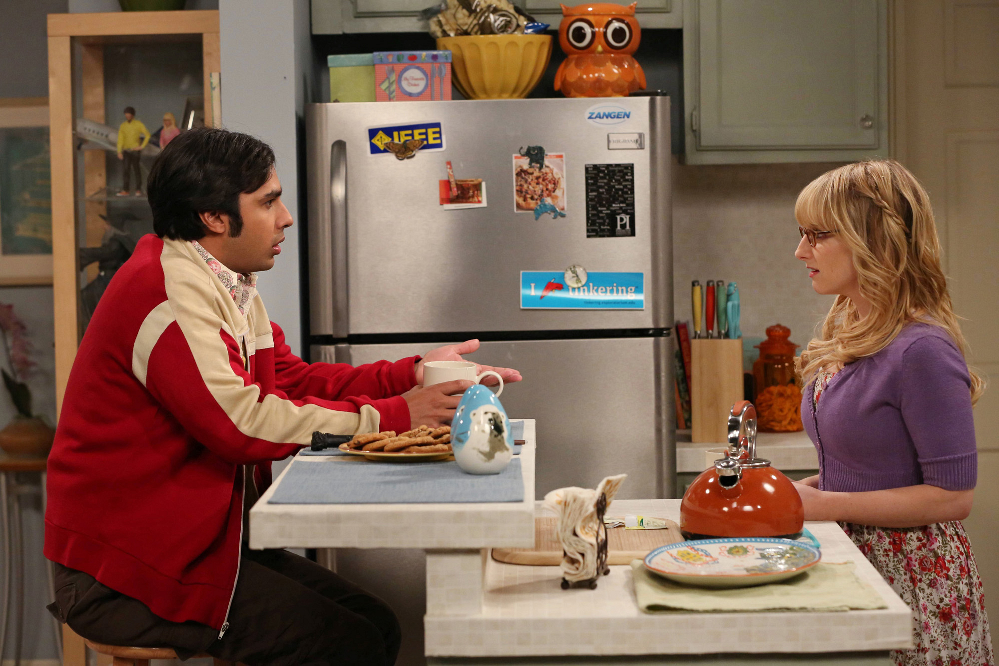 "Raj & Bernadette in ""The Table Polarization"" S7 E16"