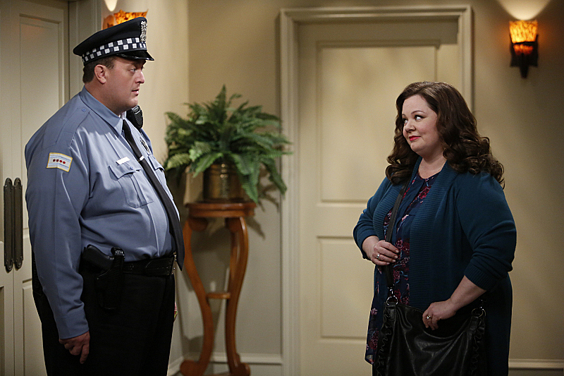 "Mike & Molly in ""Sex, Lies and Helicopters"" S4 E21"