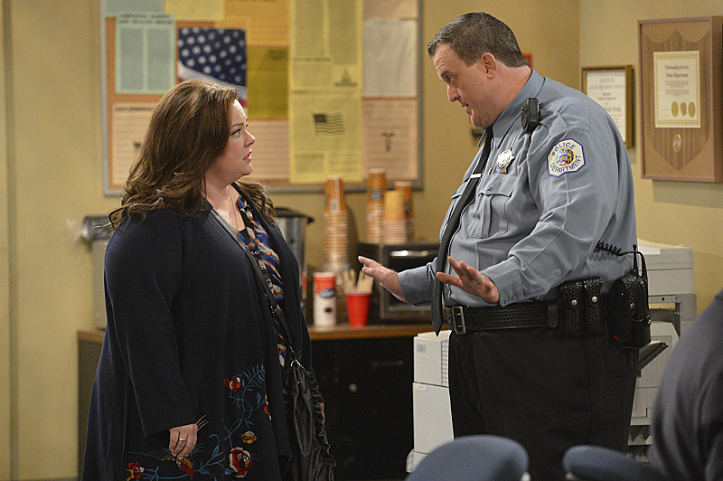 "Mike & Molly in ""Who's Afraid of J.C. Small"" S4 E19"