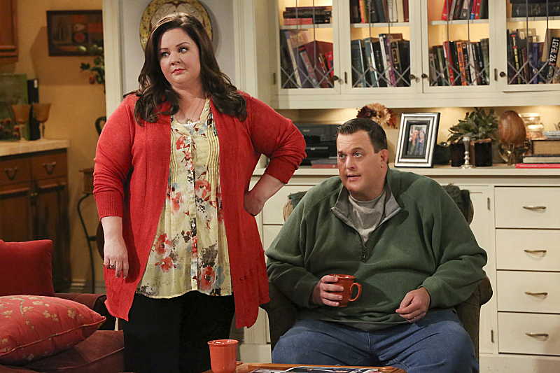 """Mike & Molly in """"This Old Peggy"""" S4 E22"""