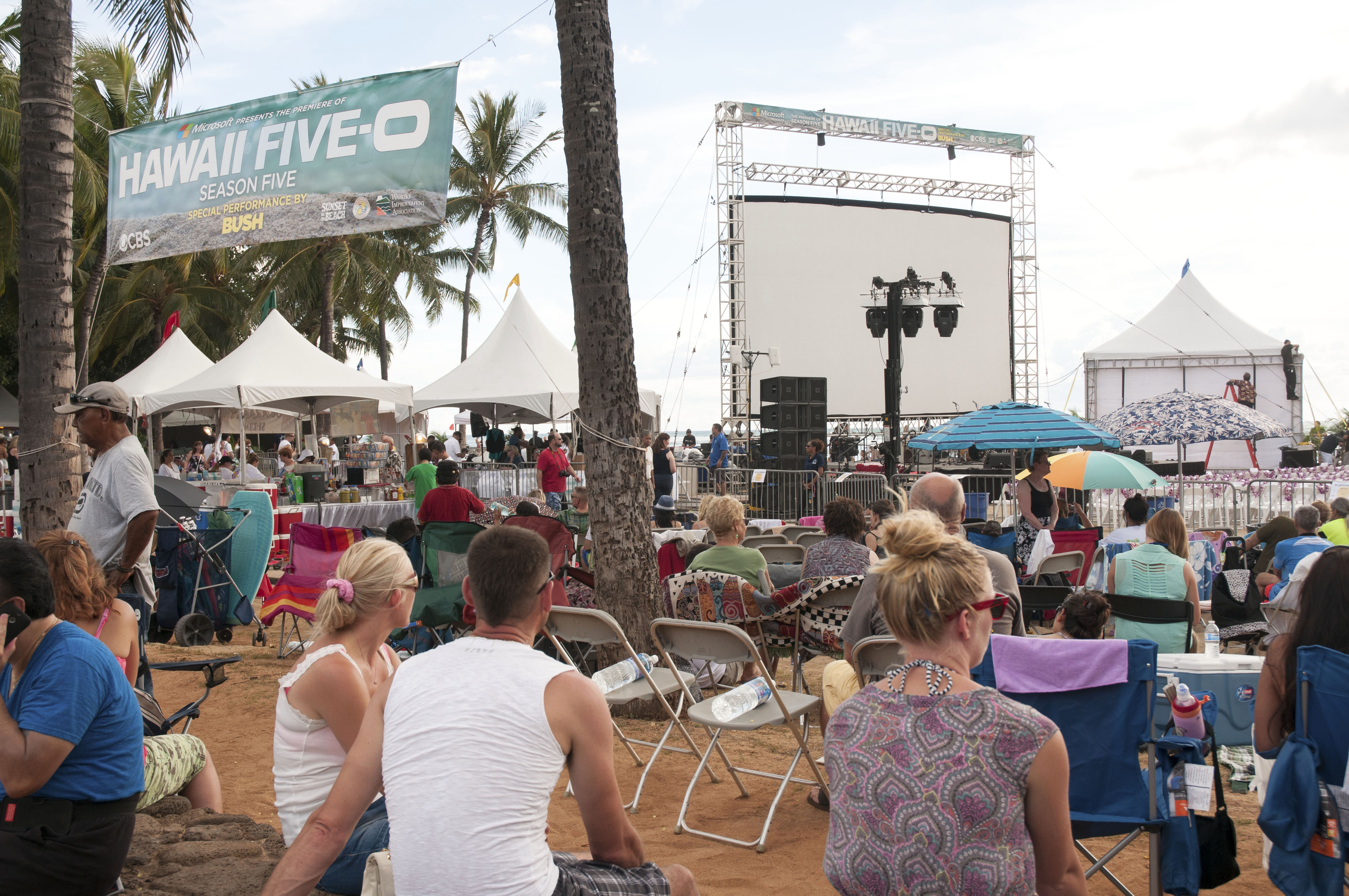 Hawaii Five-0 Fans Waiting Patiently