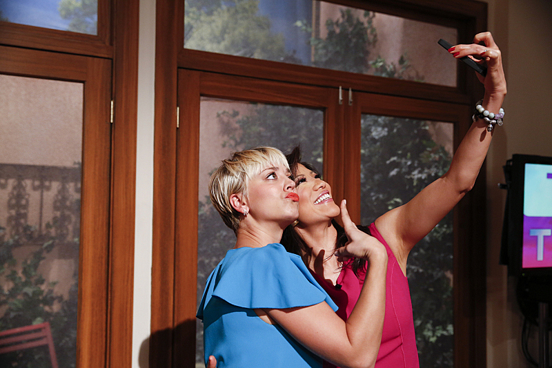 Kaley Cuoco and Julie Chen take a selfie on set