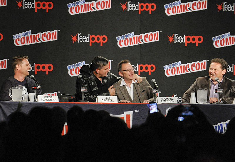 Jim Caviezel and Michael Emerson hug it out at New York Comic Con