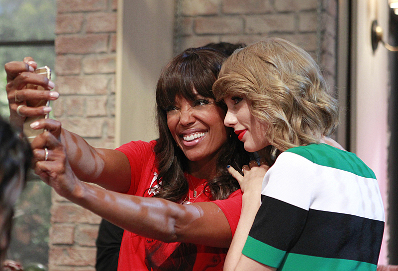 Aisha Tyler and Taylor Swift