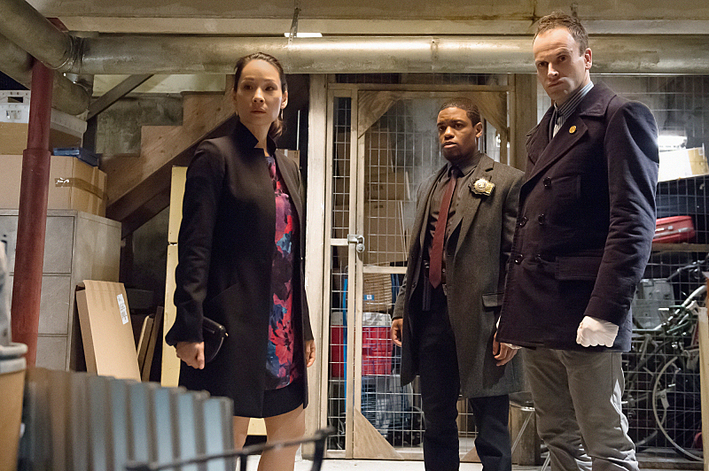 Watson, Bell and Sherlock visit the crime scene.