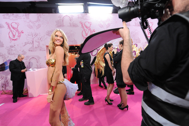 15. Candice Swanepoel flashes a smile.
