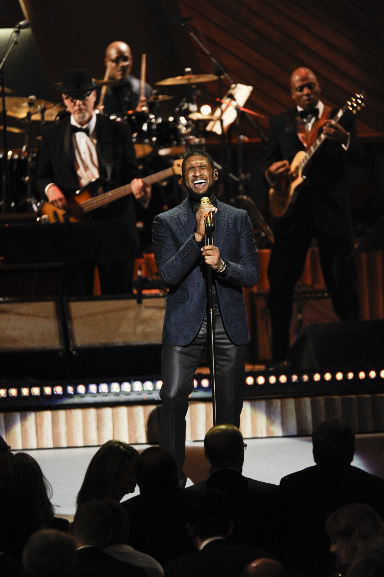 Usher Belts out the High Notes