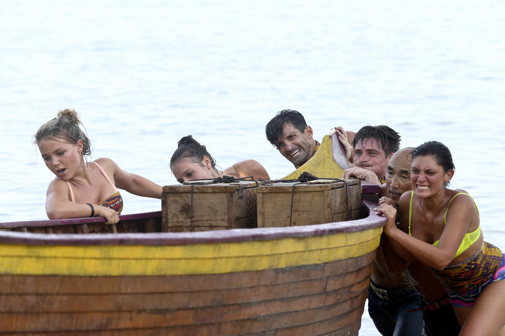 The six Beauty Tribe members use all their strength to get their boat to shore.