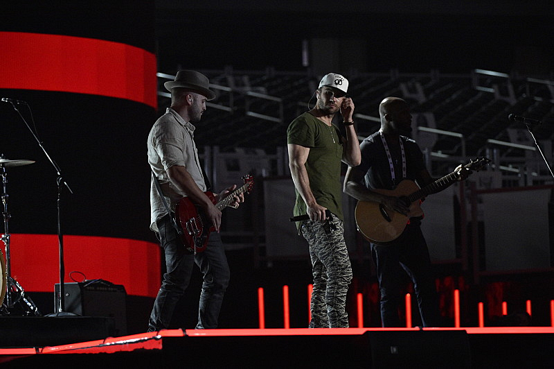 Sam Hunt rehearses his performance.