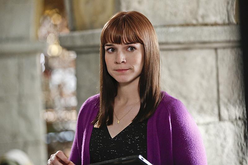 Nell Jones (Renée Felice Smith)