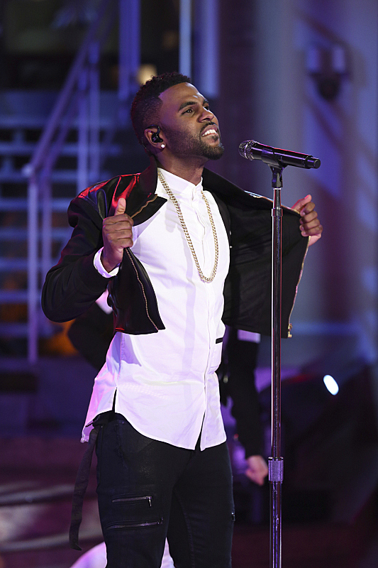 "Jason Derulo performed ""Want To Want Me"""