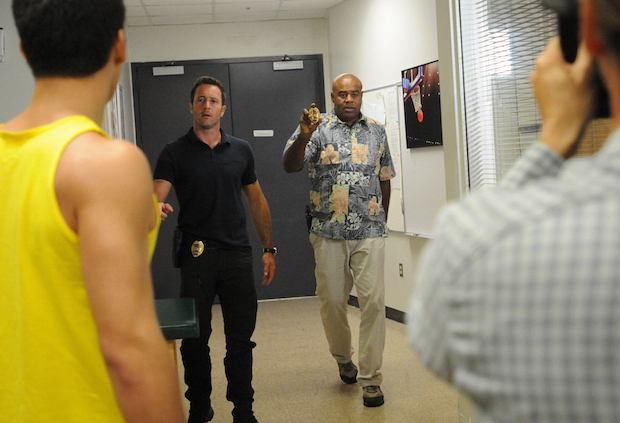 Alex O'Loughlin as Steve McGarrett and Chi McBride as Captain Lou Grover