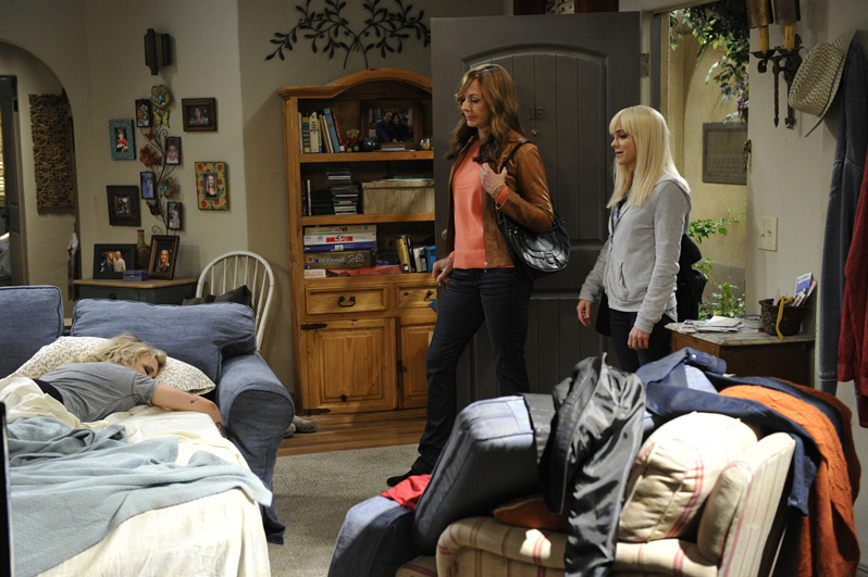 Christy and Bonnie aren't stoked to find Jodi passed out on the couch