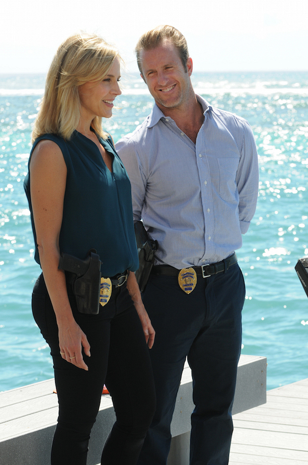 "Julie Benz as Inspector Abby Dunn and Scott Caan as Danny ""Danno"" Williams"